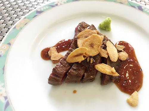 道産牛のガーリックステーキ