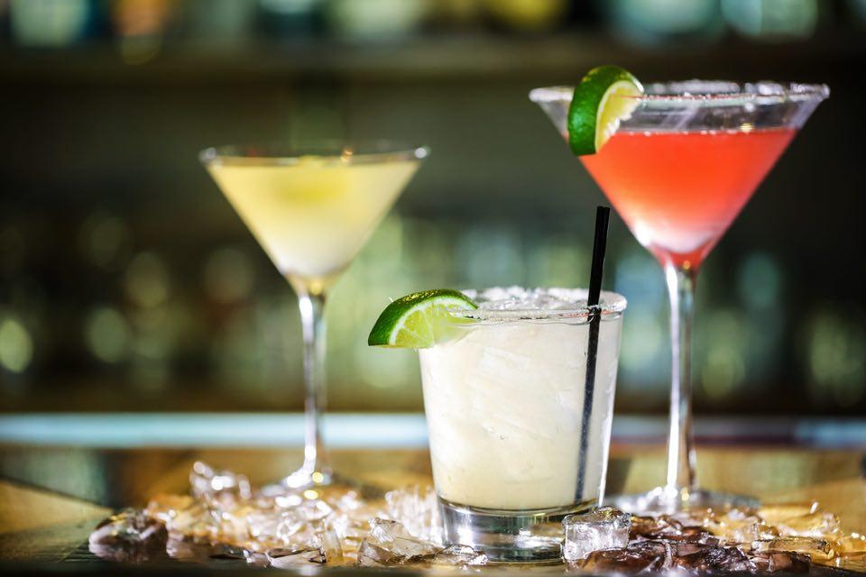 The Long Bar 営業時間