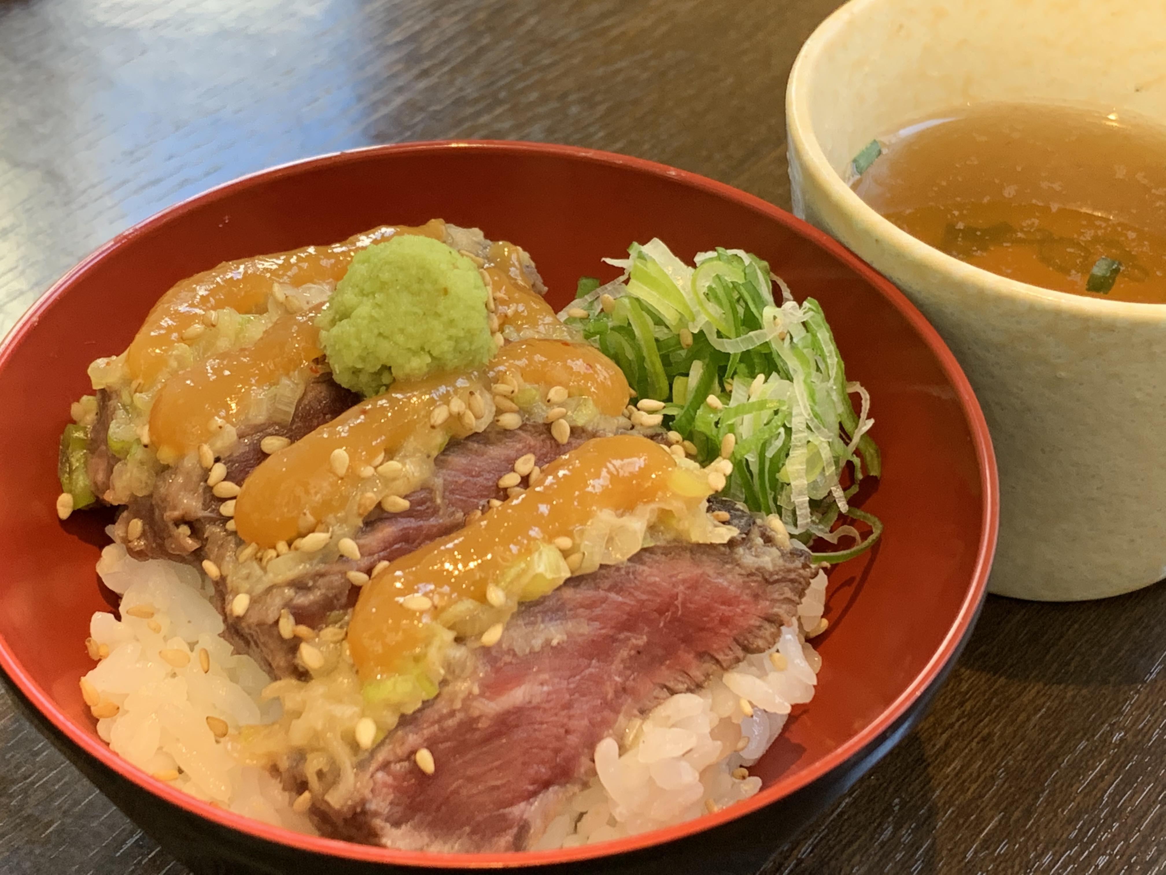 牛肉の味噌漬けステーキ丼 ひつまぶし風