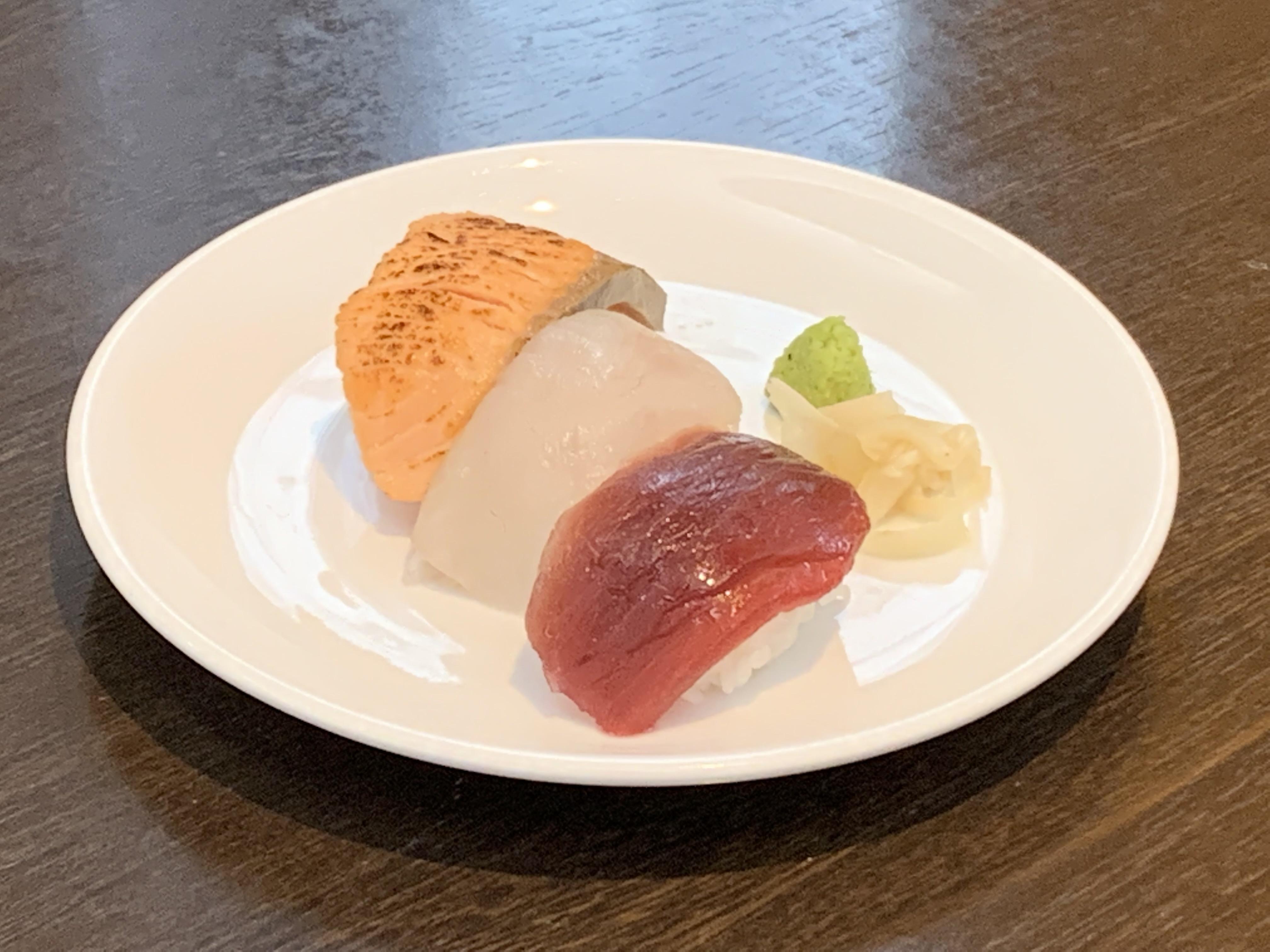 LN 三貫寿司 鮪・ハマチ・炙りサーモン