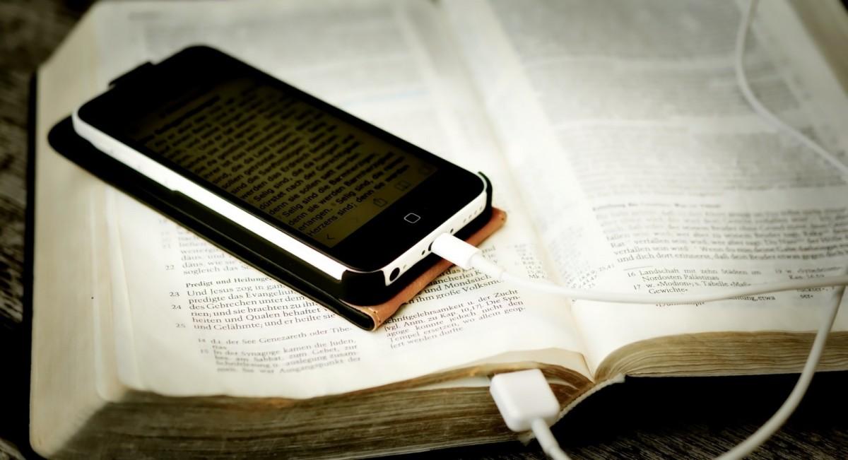 bible-W-min(携帯電話イメージ)